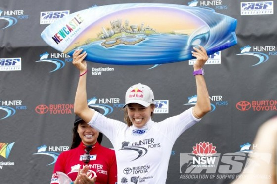 Sally Fitzgibbons (AUS) takes out her 2nd consecutive ASP 6-Star event at Newcastle's Surfest. © ASP/Robertson.