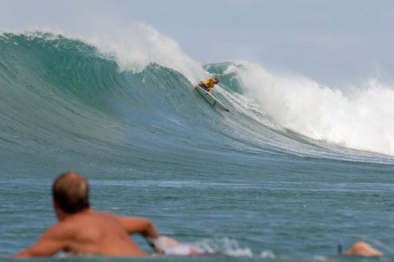 Davey Cathels (AUS) power goughing the inside section and into Round 3. © ASP/Cestari