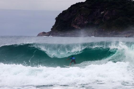 Adriano De Souza's 10 point ride. © ASP/ Dunbar
