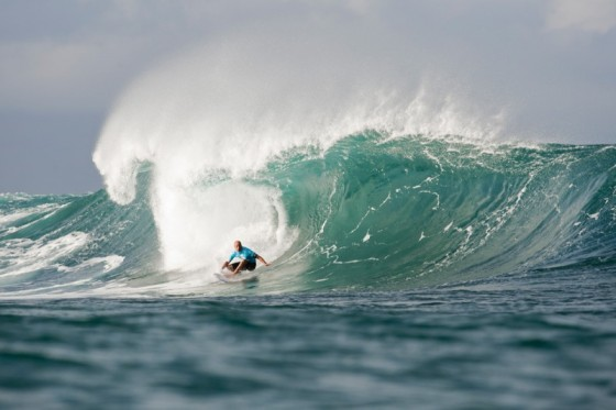 Kelly Slater (USA) was going for another Pipe Masters title but that quest ended in the Semi Finals. © ASP / Cestari